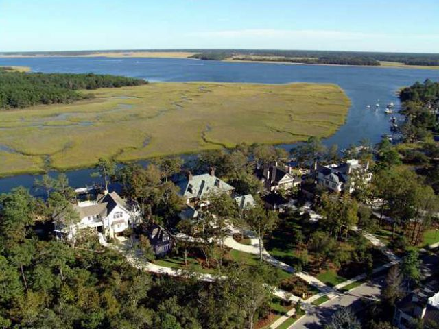 Exspanvie Water Views And Short Boat Ride To The Wando River And Charleston Harbor. Excellent investments.